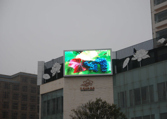 China SMD3535 P8 Outdoor Led Display Screens For Business Light And Slim Design factory