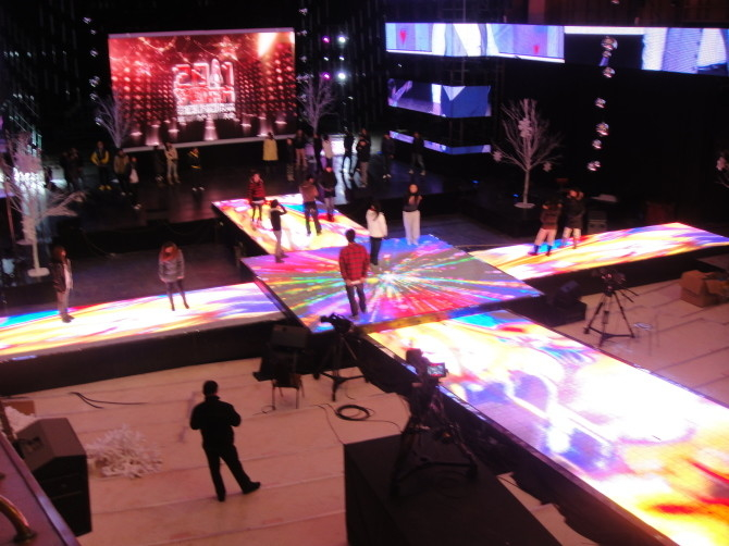 Energy Saving Custom Led Screens / Led Video Dance Floor 90mm Casing Thickness supplier