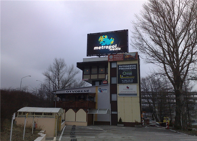 P8mm Outdoor LED Advertising Screen 7000mcd brightness Support Multiplied File Formats