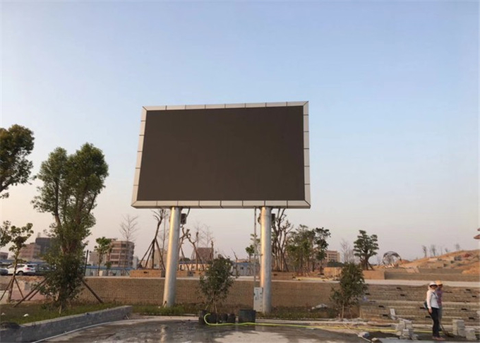 P8mm Outdoor LED Advertising Screen 7000mcd brightness Support Multiplied File Formats 2